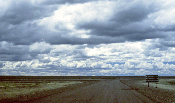 Photo of lone road going through endless Patagonia | Photo: Eddy Ancinas